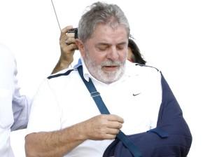 Lula se espeta para aliviar a dor – Por Jornal da Tarde