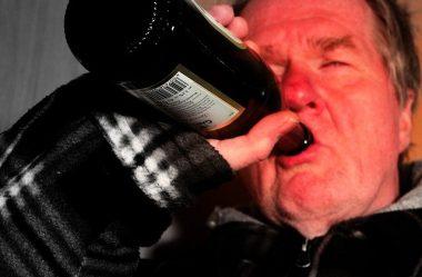 Entre os mais pobres, 71% abusam do álcool